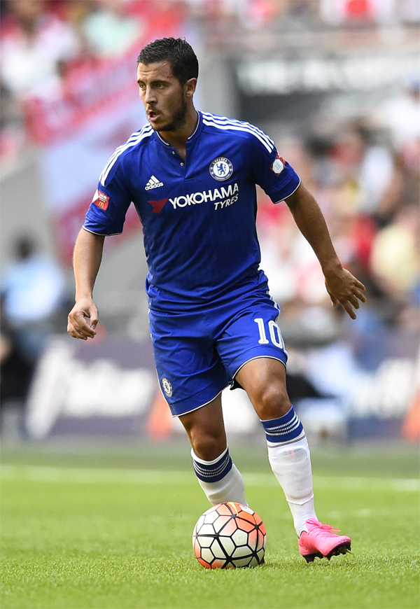 "150802 Fotboll, FA Community Shield, Chelsea - Arsenal:  Football - Chelsea v Arsenal - FA Community Shield - Wembley Stadium - 2/8/15 Chelsea's Eden Hazard in action Reuters / Dylan Martinez Livepic EDITORIAL USE ONLY. No use with unauthorized audio, video, data, fixture lists, club/league logos or ""live"" services. Online in-match use limited to 45 images, no video emulation. No use in betting, games or single club/league/player publications.  Please contact your account representative for further details. © Bildbyrån - COP 7 - SWEDEN ONLY"